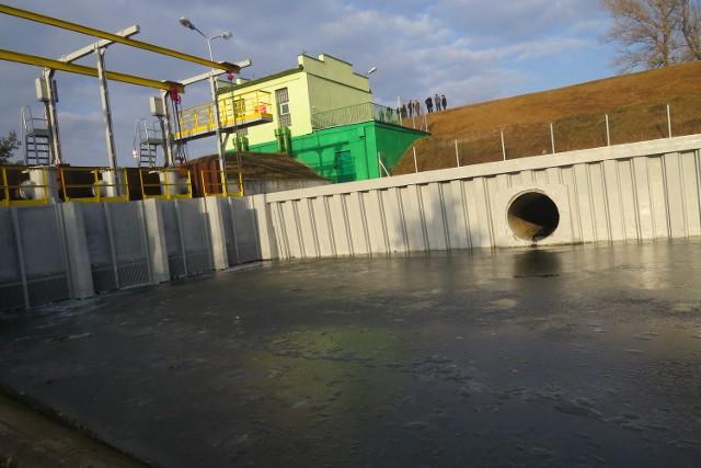 Przy okazji modernizacji wału odmalowano budynek i urządzenia przepompowni wody w Słońsku Dolnym