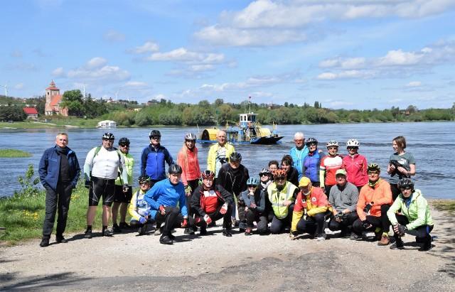 Kruszwicka Grupa Rowerowa zorganizowała wycieczkę do Nieszawy i Leśnictwa Wąkole. Trasa pełna atrakcji. Jedną z nich była przeprawa bocznokołowym promem przez Wisłę