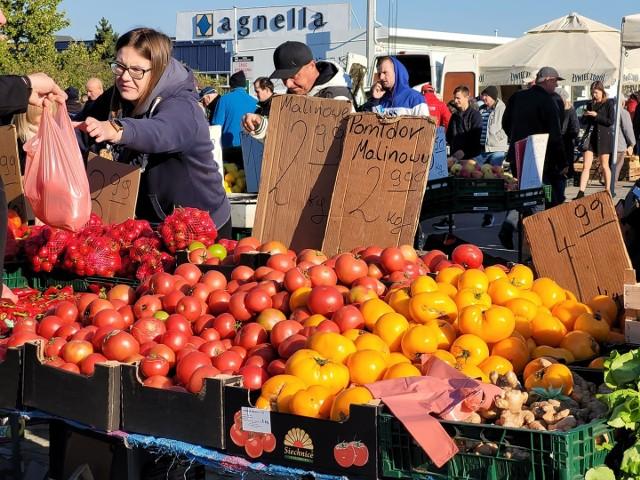 Oferta giełdy rolno-spożywczej przy ul. Andersa w Białymstoku (10.10.2021 r.).