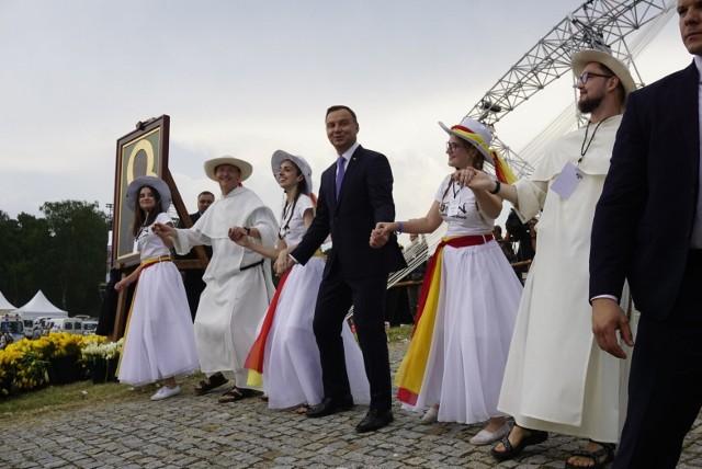Lednica 2018: Andrzej Duda tańczy z młodzieżą. Film hitem internetu