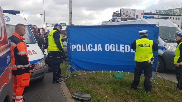 Śmiertelny wypadek na Aleksandrowskiej w Łodzi. Nie żyje 45-letni mężczyzna