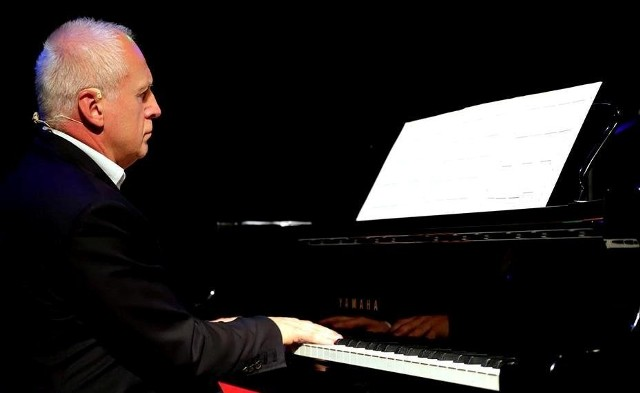 Waldemar Malicki wystąpił ze swoją Filharmonią Dowcipu na niedzielnej Literackiej Majówce 2019 w Pacanowie.