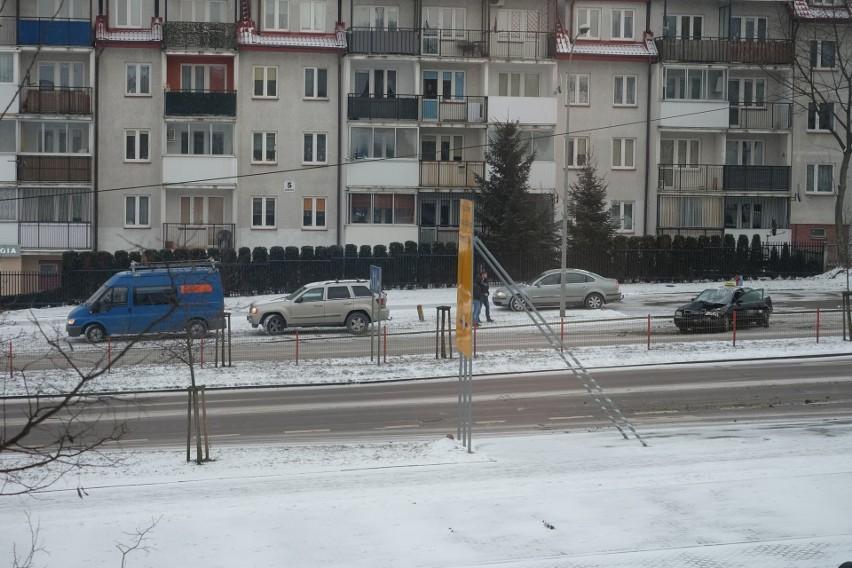 Na wysokości przystanku autobusowego Żeromskiego/Pułaskiego...
