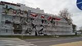 Na ścianie budynku obok Muzeum Historycznego w Skierniewicach powstaje mural