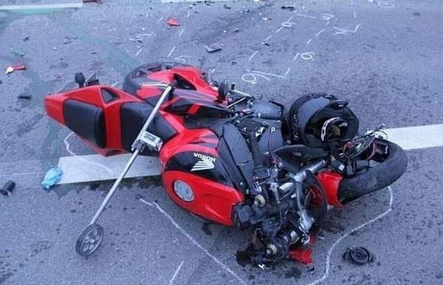 Kierowca volkswagena potrącił motocyklistę na ulicy Plażowej