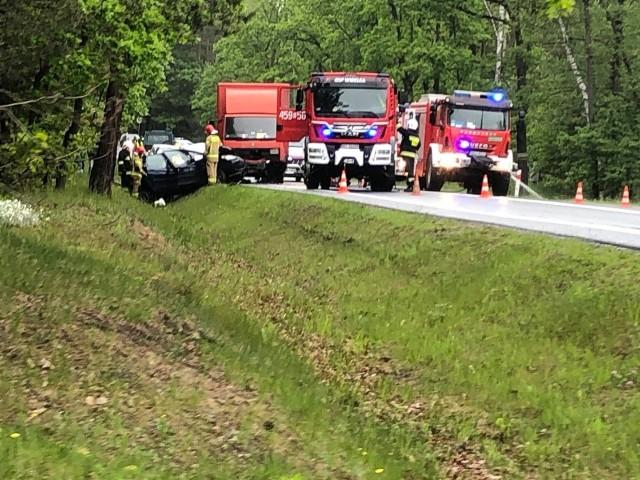 - Uwaga ok. 14 doszło do wypadku na trasie w kierunku na Kolbuszową - ostrzega internauta Kamil. - Auto osobowe po zderzeniu wylądowało w rowie. Na drodze uszkodzony dostawczak. Wypadek miał miejsce w lesie między Głogowem a stacją Orlen. Jak informuje GDDKiA w wypadku w Widełce ranna została jedna osoba. Policja kieruje ruchem wahadłowo. Utrudnienia do ok. 16.30AKTUALIZACJA Z GODZ 17:27W miejscu wypadku nie ma już utrudnień.