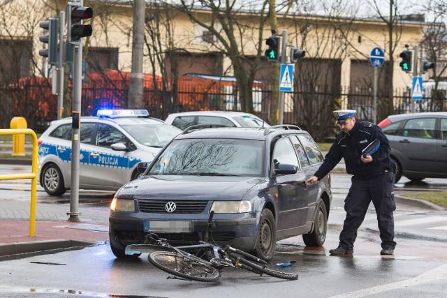 W czwartek (14.03) około godz. 17 na skrzyżowaniu ulic Szczecińskiej z Jana Sobieskiego, doszło do potrącenia rowerzysty. Policja ustala dokładne przyczyny zdarzenia. Rowerzysta trafił do szpitala.