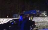 Straż. Śmiertelny wypadek kierowcy tira. Zderzenie na zakręcie (wideo)