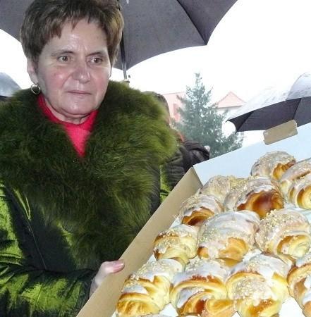- Rogale świętomarcińskie wypiekamy od 1979 roku. To także międzychodzka tradycja - zaznacza Janina Gursz, właścicielka największej w powiecie cukierni.