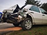 Wypadek na 11 koło Rosnowa. Bus uderzył w osobowego mercedesa. Utrudnienia na drodze [zdjęcia]