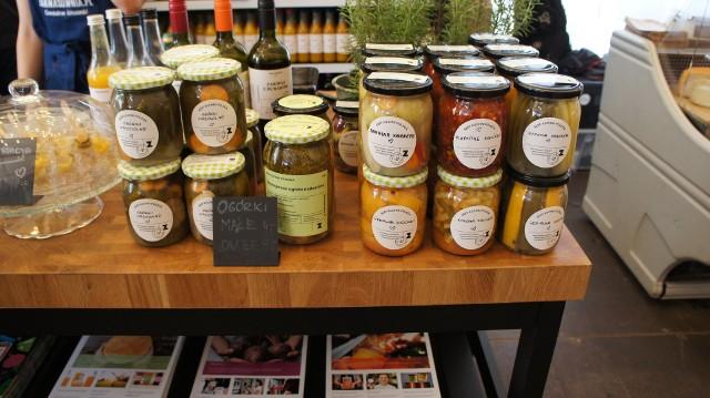 Bazar Natury z ekologiczną i regionalną żywnością odbywa się w Garnizonie Kultury w każdy czwartek w godz. 11-18 oraz sobotę w godz. 9-15. na terenie Garnizonu we Wrzeszczu przy ul. Słowackiego 19