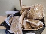W sortowni firmy kurierskiej zatrzymano paczki z nielegalnym tytoniem o wartości 23 tysięcy złotych