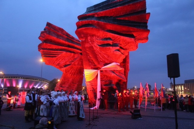 Uroczystości 95. rocznicy wybuchu III Powstania Śląskiego odbyły się pod pomnikiem powstańców śląskich w Katowicach