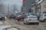 Korki, dziury i błoto na drogach w Suchedniowie. Kierowcy, omijajcie te miejsca - nie dotyczy właścicieli aut terenowych (ZDJĘCIA, WIDEO)