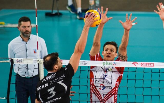 Trener Łuczniczki Piotr Makowski więcej spodziewał się też po grze Murilo Radke (blokuje), który zamierza wrócić do Brazylii