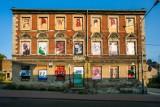 Opuszczone budynki na gdańskiej Oruni zamieniły się w galerię sztuki. Zobaczcie obrazy młodego gdańskiego artysty Edwarda Pytlosa