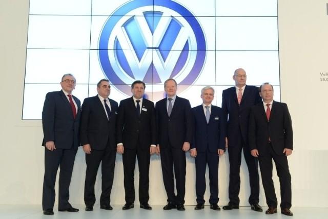 """""""Projekt express"""", klauzula poufności, problem z gruntami i ich ceną, zaangażowanie polityków -  to wszystko jest związane z inwestycją VW"""