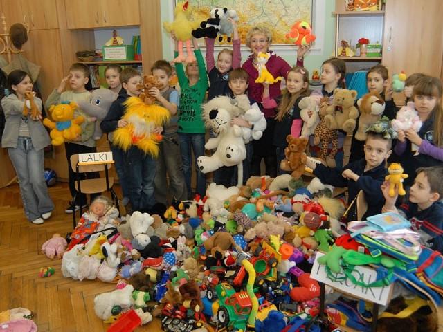 Zabawki dla AfganistanuFinal Akcji Zabawki dla Afganistanu zorganizowany przez uczniów SP nr 1 w Rzeszowie