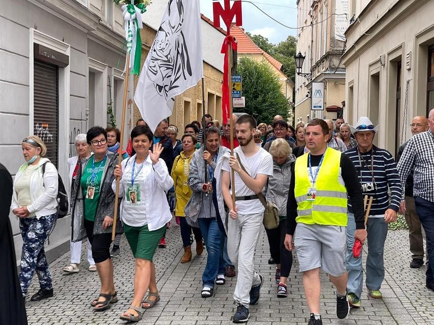 W poniedziałek, 2 sierpnia ponad 200 osób z Zielonej Góry...