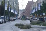 Lech Poznań przygotował miasto pod Ligę Europy. Powieszono specjalne flagi na ulicy Święty Marcin
