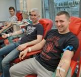 Honorowi dawcy z Mogilna nie boją się koronawirusa. Oddają krew i ratują komuś życie