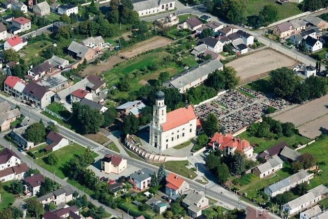 Proboszcz parafii pw. św. Piotra i Pawła w Tworkowie ma koronawirusa