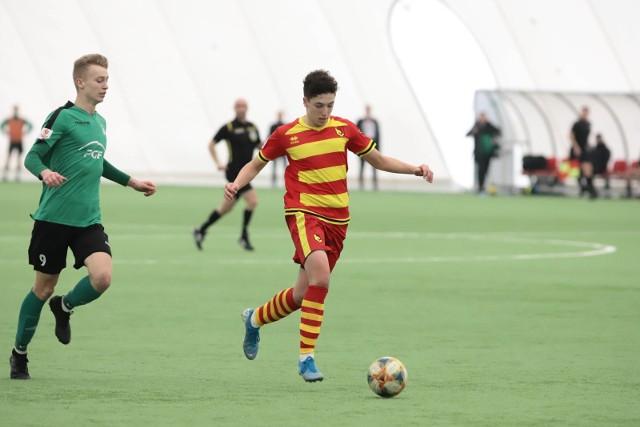 Młodzi jagiellończycy (na żółto-czerwono) po emocjonującym meczu pokonali GKS Bełchatów 5:4