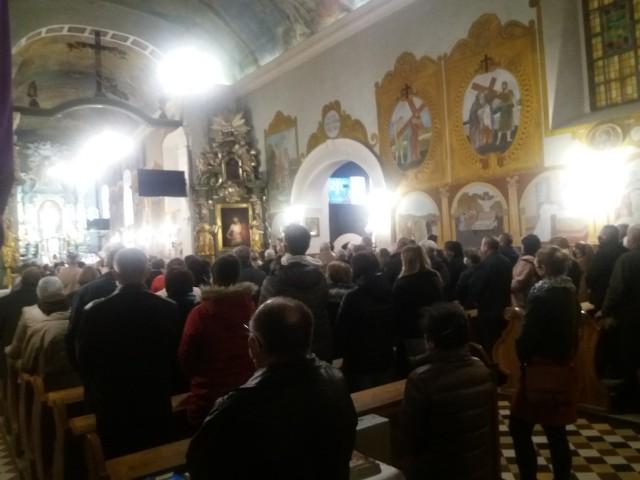 Tak wyglądała sytuacja w kościele w Gdowie wieczorem 2 kwietnia 2021