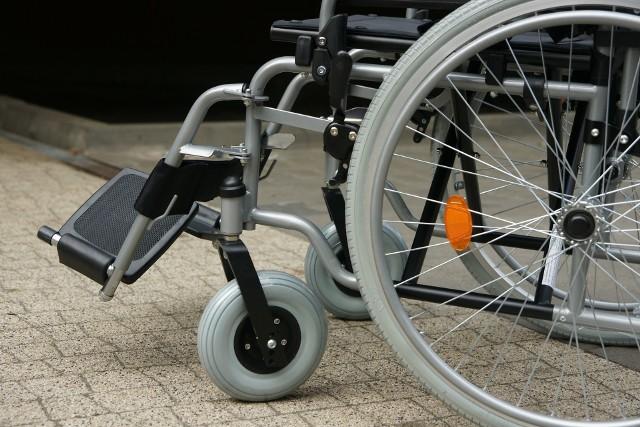 Zarząd Transportu Miejskiego w Lublinie przypomina, że każdy kierowca ma obowiązek pomóc osobom niepełnosprawnym w zajęciu miejsca oraz w opuszczeniu pojazdu