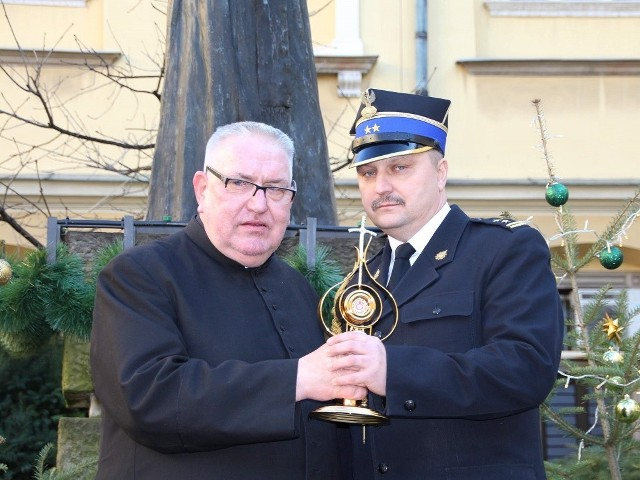 Dla ks. Leszka Sobieralskiego i kom. PSP Grzegorza Rutkowskiego odbiór relikwii to jedno z najważniejszych wydarzeń w życiu.