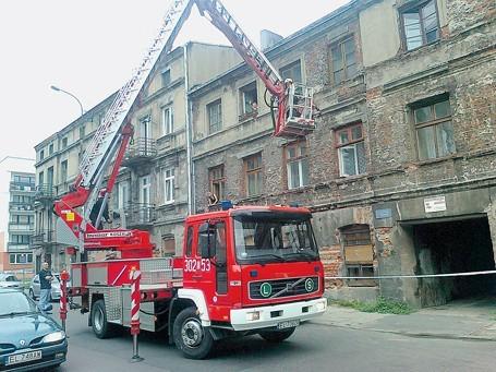Uszkodzone okna zabezpieczyli strażacy. Wyjęli resztę szyb, które mogły jeszcze wypaść.
