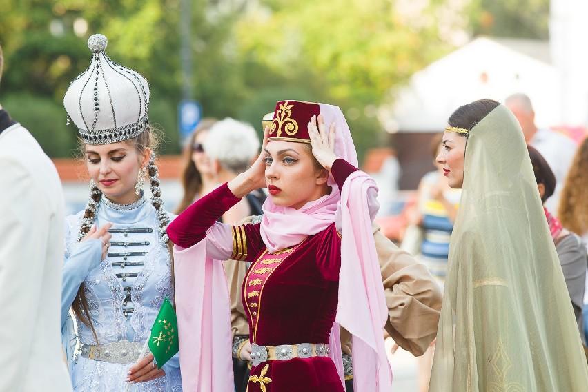 Podlaska Oktawa Kultur rozpoczęta! Do Białegostoku zjechały zespoły z całego świata.