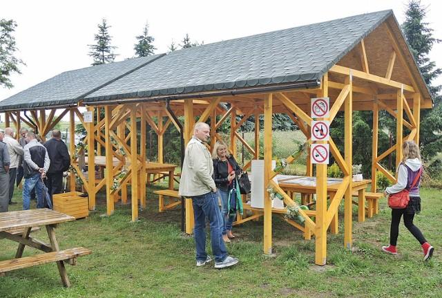 To zdjęcie z uroczystego otwarcia parku. Minął ledwie tydzień, a uszkodzona jest m.in. rynna z tej wiaty. Zdjęcia uszkodzeń na www.mmstargard.pl