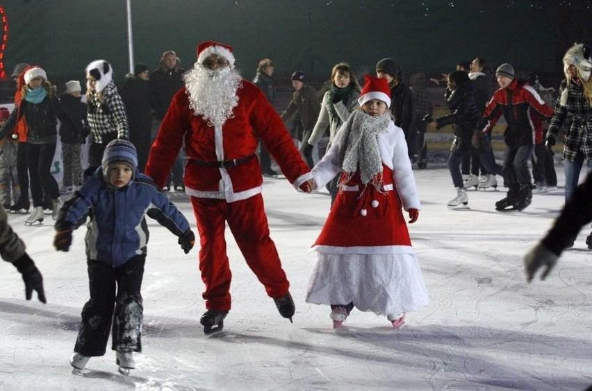 Św. Mikołaj stawi się na lodowisku z workiem pełnym prezentów