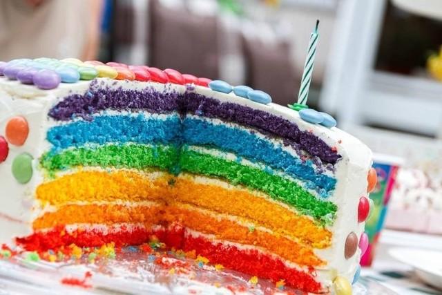 ŻYCZENIA NA 18 URODZINY z jajem! Gotowe, wzruszające i zabawne życzenia na 18 urodziny.