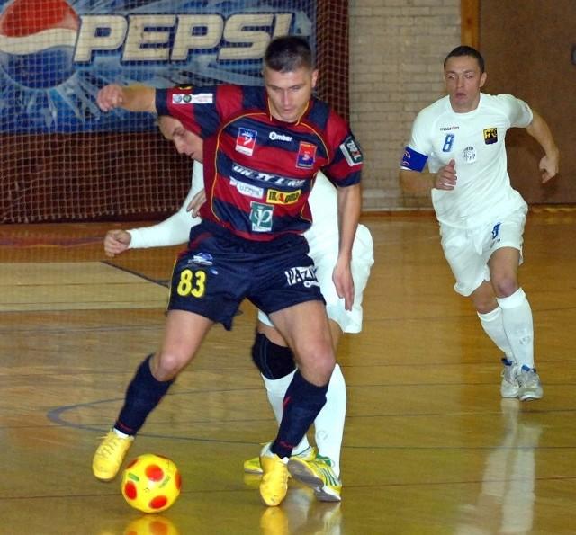Paweł Dąbrowski (na pierwszym planie) w najbliższym czasie ma odpocząć od gry w Pogoni'04 Szczecin.
