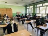 Matura 2021 z języka angielskiego w Zespole Szkół Zawodowych w Skalbmierzu. Trzeci dzień egzaminu dojrzałości minął bez zakłóceń (ZDJĘCIA)