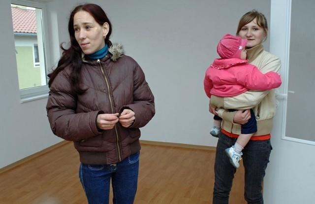 Ewa Wysocka wychowuje troje dzieci. Dziś dostała klucze do mieszkania - pokój z kuchnią.