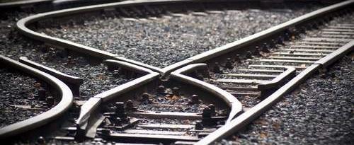 Skończyło się tylko na strachu i zaskoczeniu. Niewiele jednak brakowało, a prawie pół tysiąca podróżnych w pociągu relacji musiałoby stawić czoła kolejowej katastrofie.