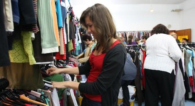 Ten sklep w Świnoujściu cieszy się powodzeniem nie tylko wśród mieszkańców, ale także turystów. Do dzielnicy nadmorskiej szybko trafiają informacje o dostawie towaru.