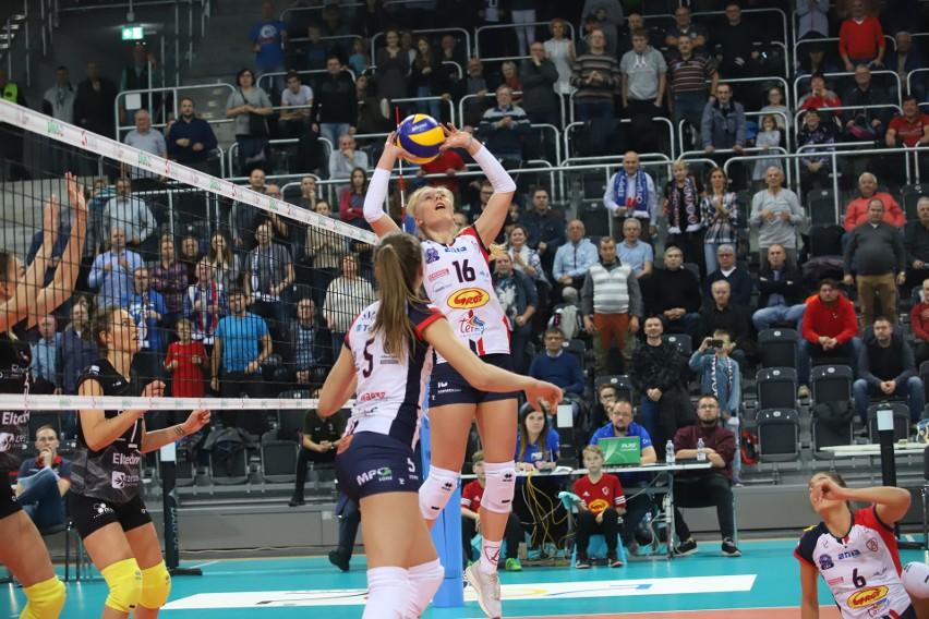 Ewelina Tobiasz wystawia w meczu z Developresem Rzeszów w łódzkiej Sport Arenie