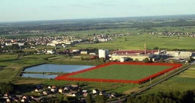 Chodzi o ziemny zbiornik akumulacyjny wodno-ściekowy na terenie byłej cukrowni. Znajduje się w sąsiedztwie łapskiej podstrefy Tarnobrzeskiej Specjalnej Strefy Ekonomicznej. Zajmuje ona obecnie ok. 12 ha terenu, który podzielono na 9 działek o powierzchni hektara każda.
