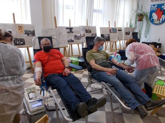 Ponad 17 litrów krwi zebrano podczas akcji HDK, zorganizowanej w auli Urzędu Gminy Biskupice w Tomaszkowicach. Krew oddało 38 osób. Uczestnicy akcji otrzymali także świąteczne upominki, m.in. autorskie pisanki przygotowane przez społeczność SP w Bodzanowie