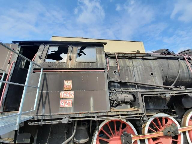 Zdewastowano zabytkowy parowóz w Łazach.Zobacz kolejne zdjęcia. Przesuwaj zdjęcia w prawo - naciśnij strzałkę lub przycisk NASTĘPNE