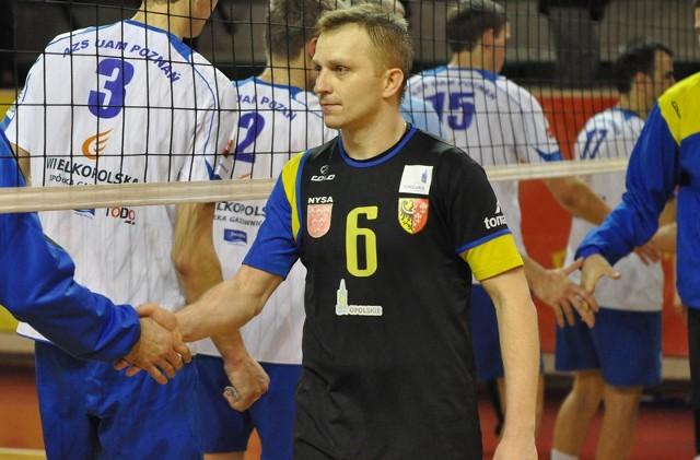 Kiedy na początku tego roku rozgrywający Stali Bartłomiej Matejczyk dziękował po wygranym 3:1 meczu zawodnikom z Poznania pewnie w najczarnieszych snach nie przypuszczał, że będzie musiał jeszcze z nimi w tym sezonie rywalizować.