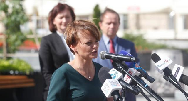 Internauci są oburzeni słowami Jadwigi Emilewicz. Była wicepremier odniosła się do sprawy