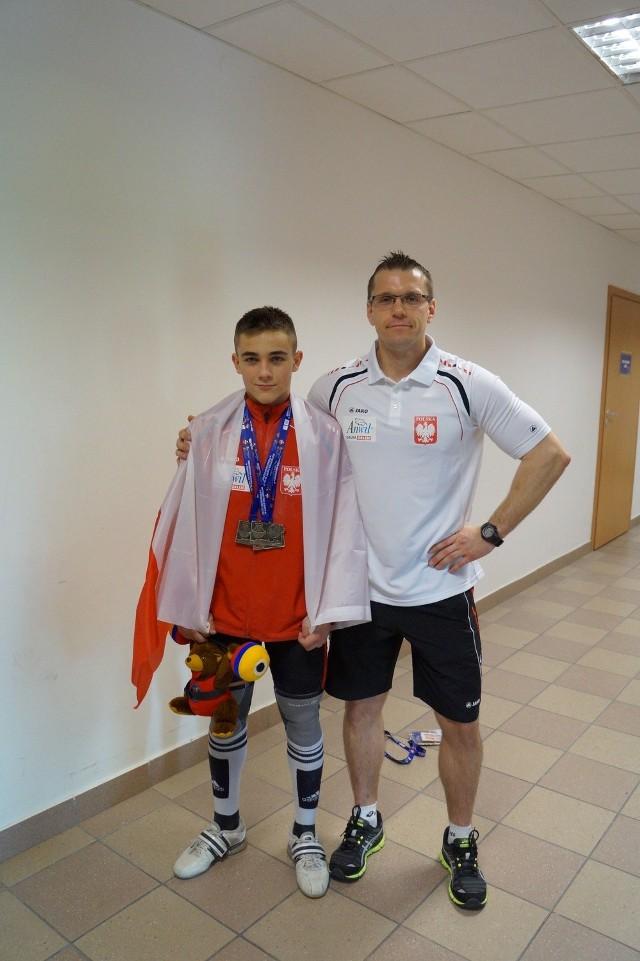 Piotr Kudłaszyk ze swoim trenerem klubowym i reprezentacyjnym, Marcinem Lampe
