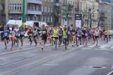 """Ostatni dzień """"promocyjnych"""" zapisów na 13. PKO Poznań Półmaraton. Biegacze w najbliższych tygodniach nie będą się nudzić"""