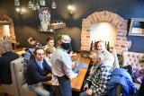 Jedna restauracja we Włocławku ponownie zaprosiła gości do lokalu. W regionie otwierają się też inne lokale gastronomicze