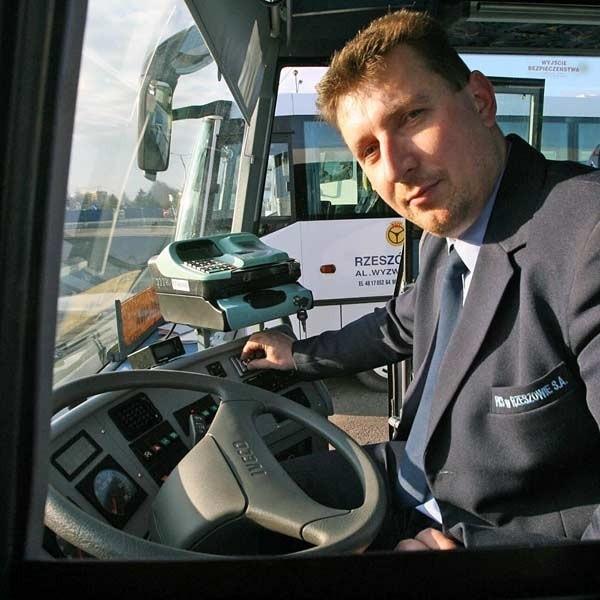 - Piosenek z radia, mogę słuchać tylko podczas postoju w pustym autobusie - mówi Stanisław Ożóg, kierowca rzeszowskiego PKS.